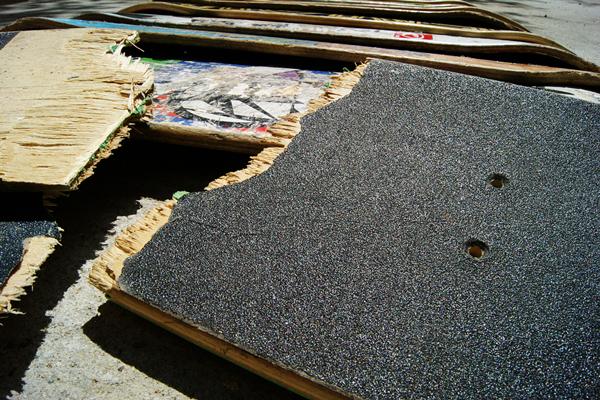 0012 Broken Decks / SKULLS