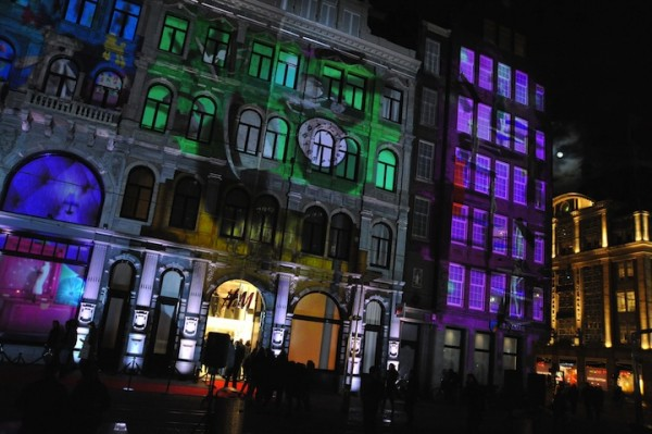 hm surreal projection mapping 600x399 H&Ms Surreal Projection Mapping