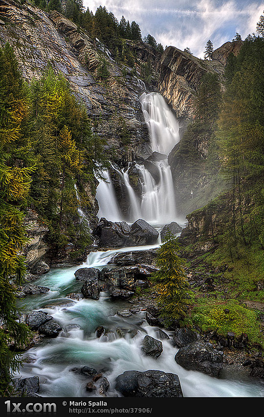 ri02 Rivers and Waterfalls – Reflecting Power, Secrecy, and Beauty