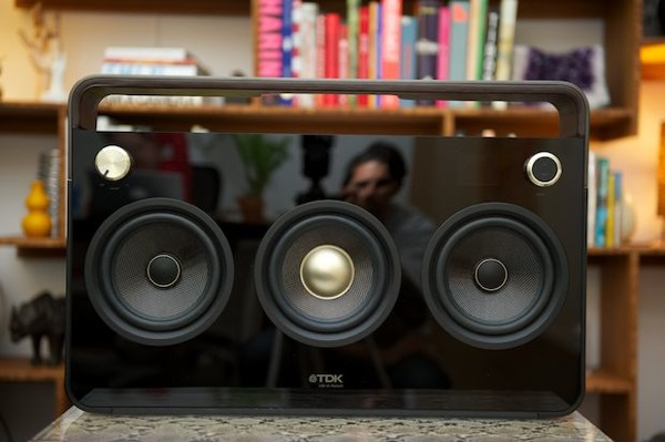 stylishmodernboombox3pics1 10 Tech Gadgets All Music Lovers Should Have