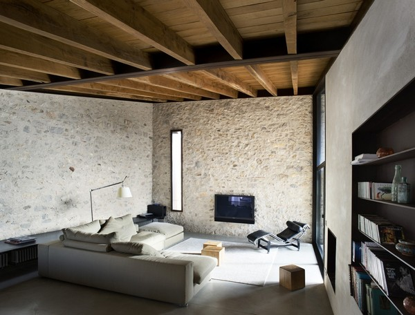 mb1a Breathtaking Medieval Building Turned Into Contemporary Living Space