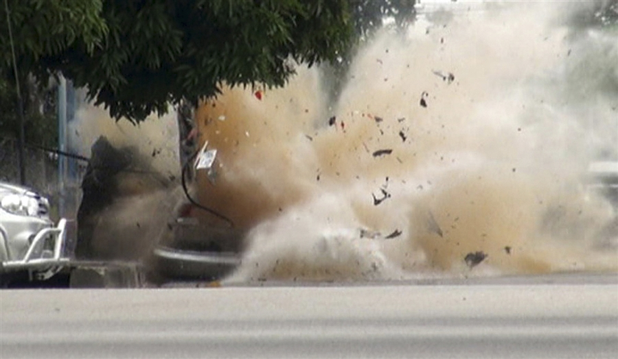 potd4 Photo of the Day: As Bomb Expert Inspects, Explosion Rips Car Apart in Thailand