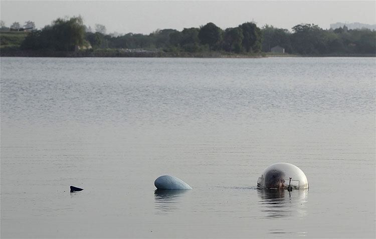 384 Chinese Inventor Tests Miniature Submarine