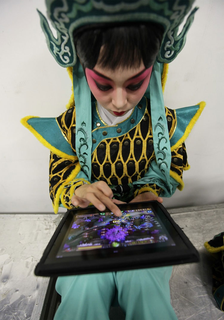 1125 Elaborate Makeup and Costumes from 18th Century Art Form Brought Back to Life in Beijing