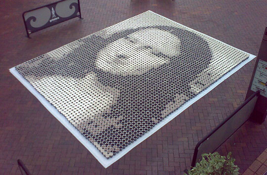 Mona Lisa made of 3604 cups of coffee