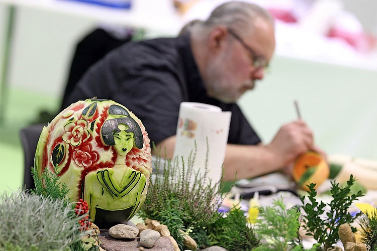 617 Cabbage, Radish, Carrots? Oh My! Veggies Crafted in Carving Competition