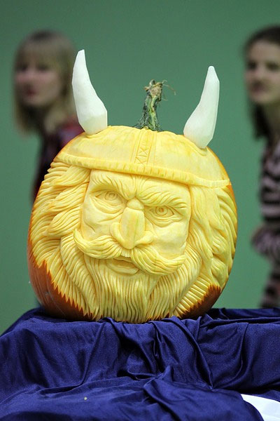 813 Cabbage, Radish, Carrots? Oh My! Veggies Crafted in Carving Competition