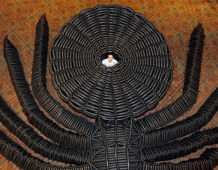 Patung Balon Raksasa Terbesar Di Dunia Karya Adam Lee [ www.BlogApaAja.com ]