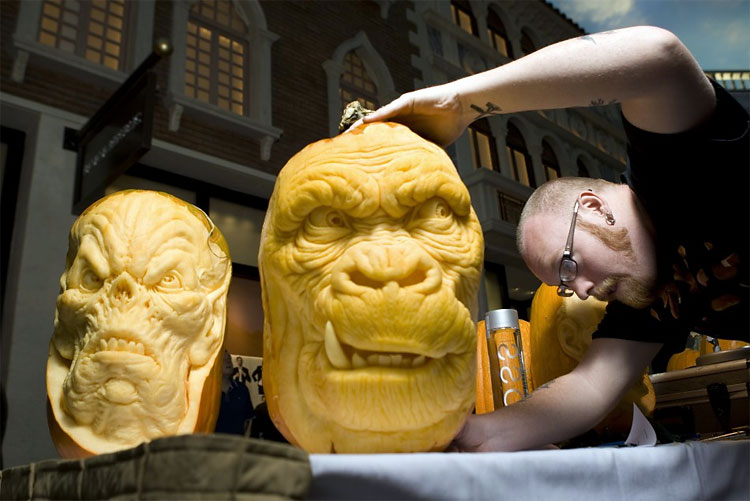 569 Monstrous Pumpkins to Spook Heidi Klums Halloween Costume Party