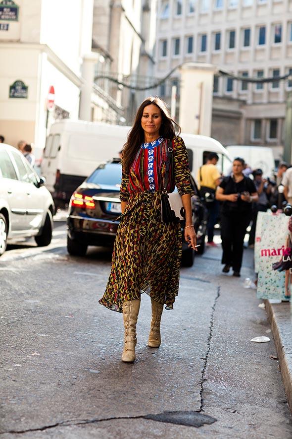 101411IMG 5329web Woman on street – Paris