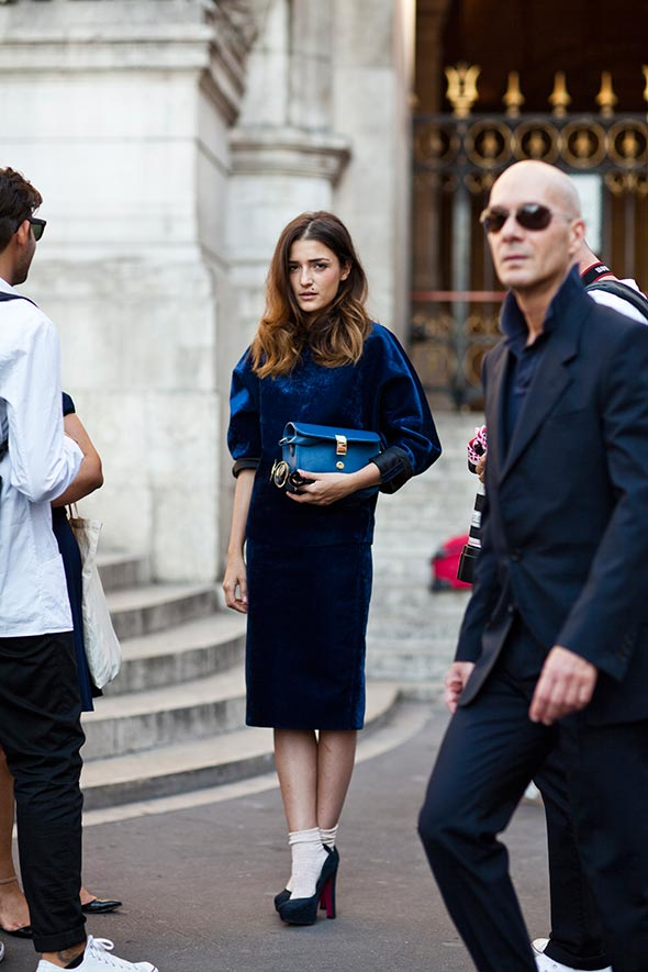 101411IMG 7575web Woman on street – Paris