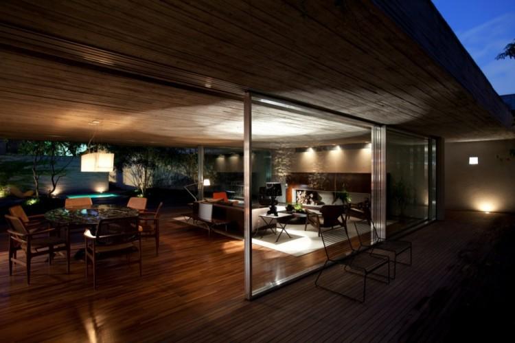 2154 750x499 Chimney House by Marcio Kogan