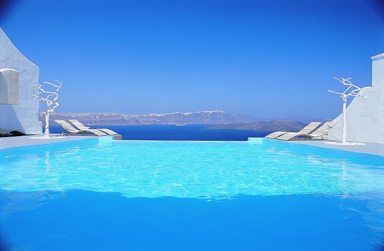 Astarte Suites Hotel Infinity Pool 750x492 Getaway Taken To Remarkable Romantic Heights: Astarte Suites, Santorini