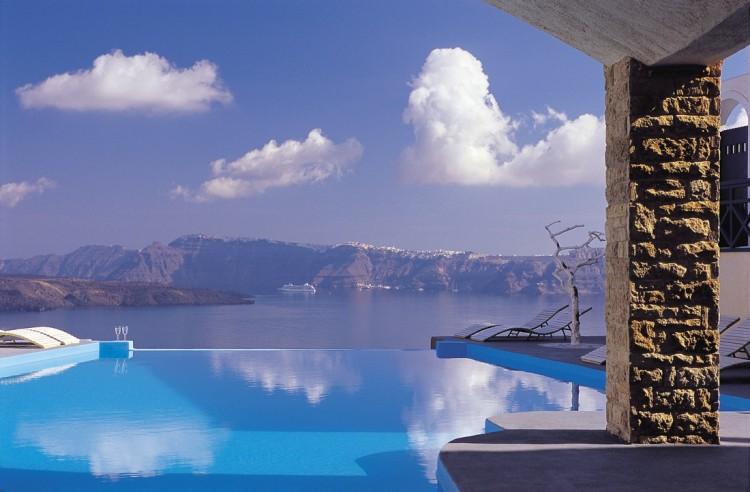 Astarte Suites Hotel Infinity pool Santorini 750x492 Getaway Taken To Remarkable Romantic Heights: Astarte Suites, Santorini