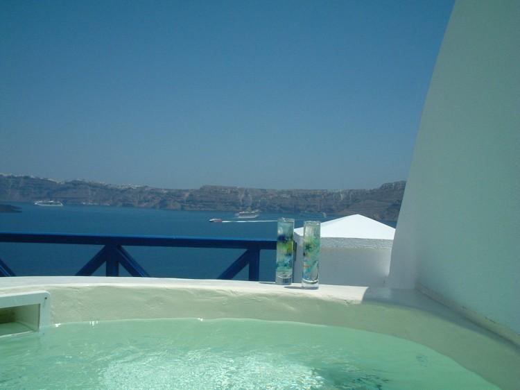 DSCF0261 750x562 Getaway Taken To Remarkable Romantic Heights: Astarte Suites, Santorini
