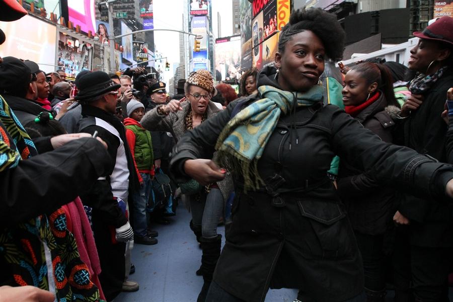 pb 120204 soul1 cannon.photoblog900 Soul Train Flash Mob in Times Square