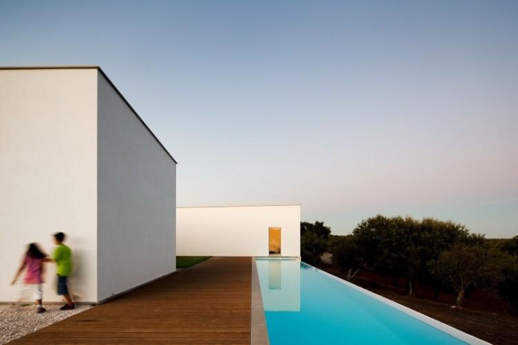 101 750x499 Candeias House by Carrilho da Graça Arquitectos