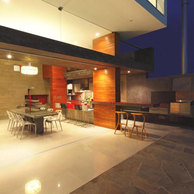 111 750x750 CN Beach House by Longhi Architects