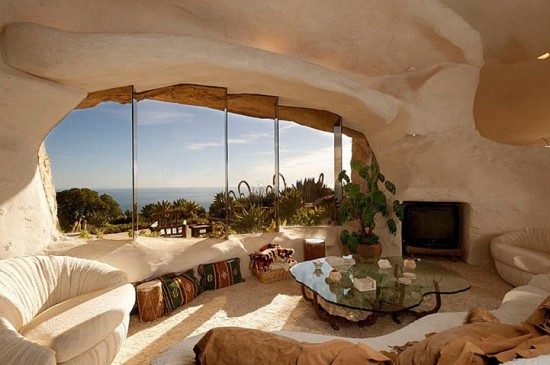 flintstones house1 Real Life Flintstones House in Malibu