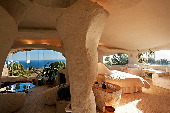 flintstones house10 Real Life Flintstones House in Malibu