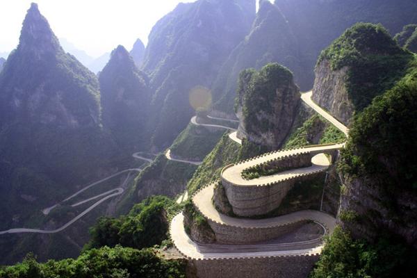 heaven linking avenue chinas most dangerous road 1 The Most Dangerous Road in China