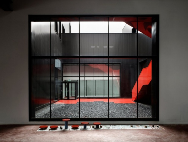 i1a143 Fundación Metal [Slab], All Black Metal Building
