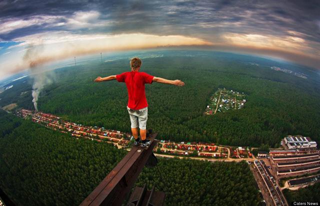 Marat Dupri russian free climber 2 Skywalking Russians Take Amazing Photos