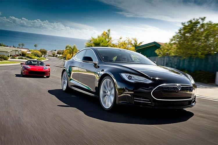 1261 Tesla Model S: World's First Electric Sedan Hits Road
