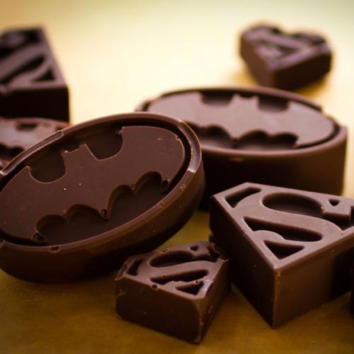 tumblr m5f9l2dZF61qiqf01o1 500 Super Hero Batman and Superman Chocolates
