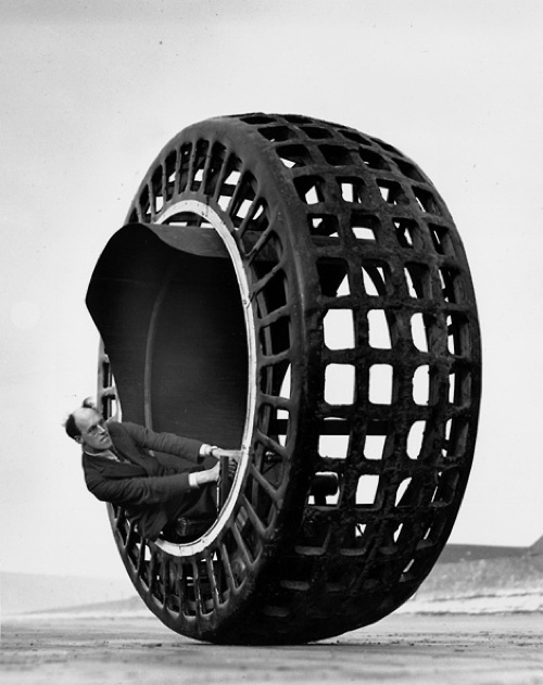 tumblr m5wwgxALpL1rse1ipo1 500 Dynasphere testing on Weston beach   1932