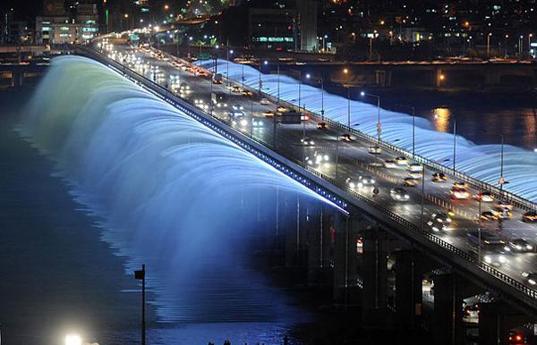 Banpo Bridge Seoul Enpundit 1 Banpo Bridge in Seoul, South Korea