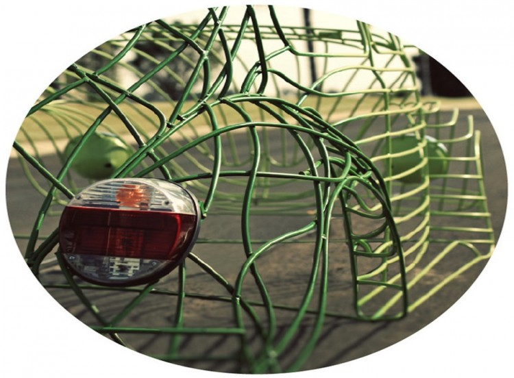 An Iconic Beetle Becomes A Sculpture yatzer foto5 750x552 Art – Car Art: Volkswagen Beetle Wire Project