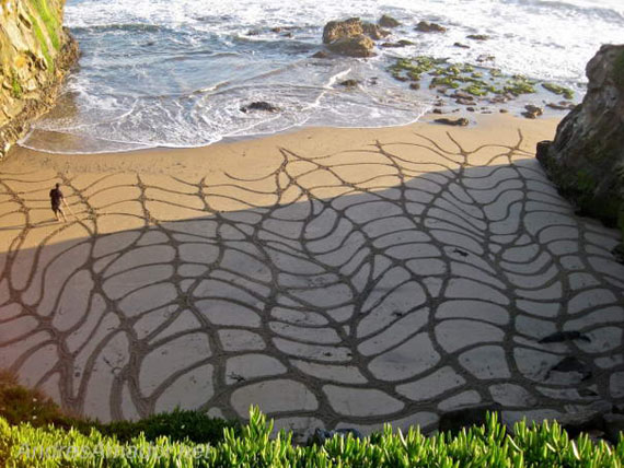 Playing With Sand Giant Sand Paintings By Andres Amador 17 Playing With Sand – Giant Sand Paintings By Andres Amador