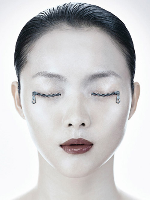 Surrealistic Portrait Photography 1 Surreal Photography – OutStanding Body Part Manipulation