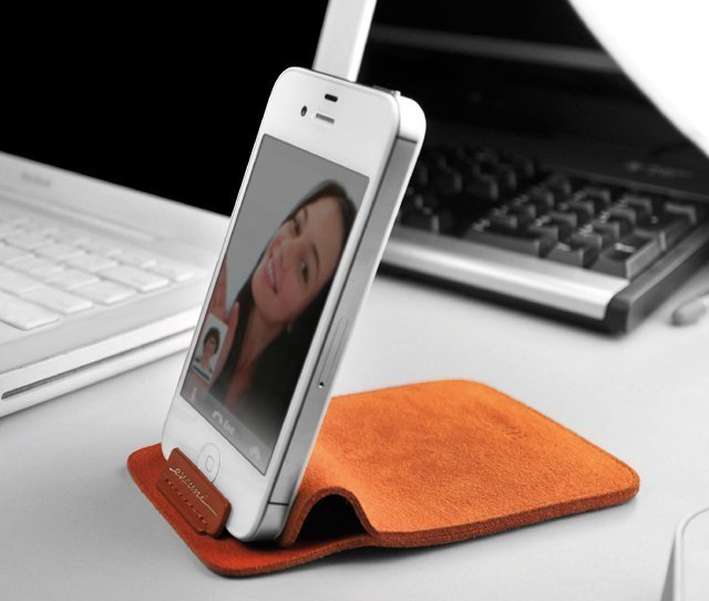 Smartphone Stand Pouch by Evouni