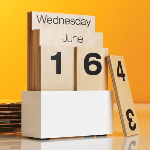 2o1 Wood shuffle calendar