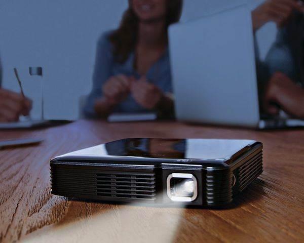 3110 HDMI Pocket Projector