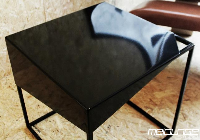 3o7 Crust table by Melounge Studio