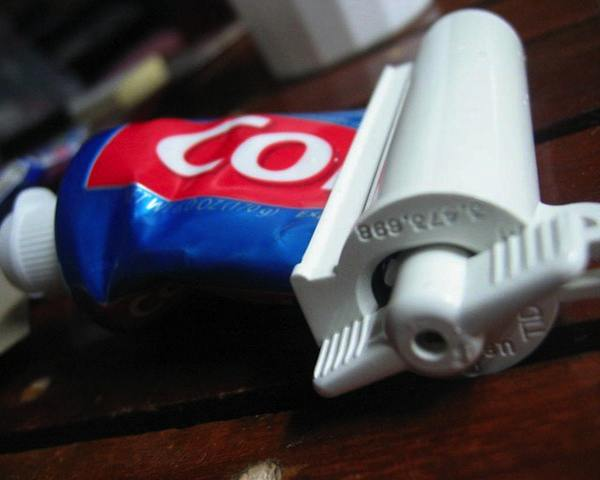 Roller Toothpaste Squeezer
