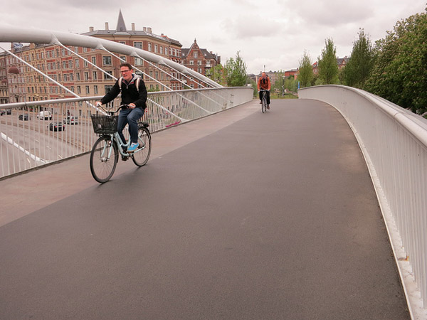 copenhagen green path bridge planetgordon com The Bicycle Revolution: the Once and Future King