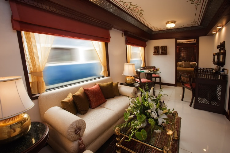 i1a117 A Luxury Train in India