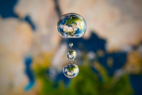 Stunning Water Drop Refractions