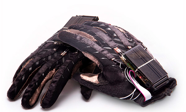 sign language gloves3 Students Invent Gloves that Translate Sign Language to Speech