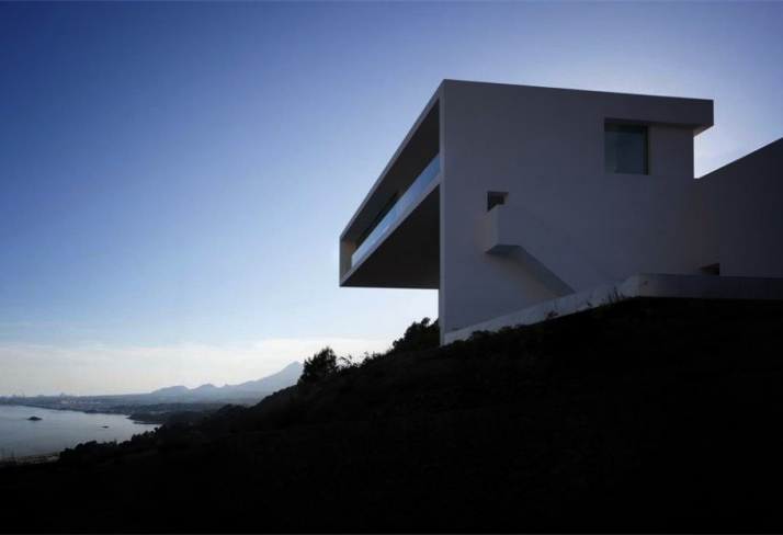 00a House on the Cliff