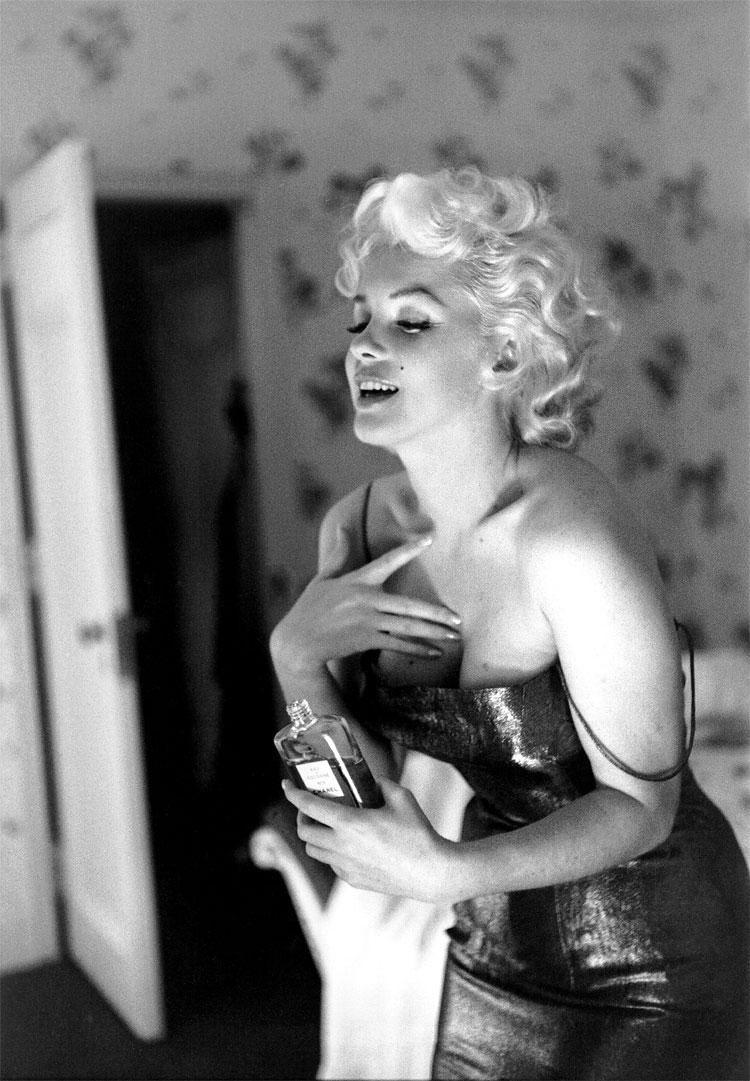 327 Marilyn Monroe in New York by Ed Feingersh, 1955