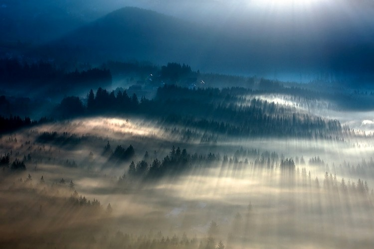Breathtaking Photography of Early Morning Fog Across Majestic Landscapes 02GenCept 750x499 Breathtaking Photography of Early Morning Fog Across Majestic Landscapes