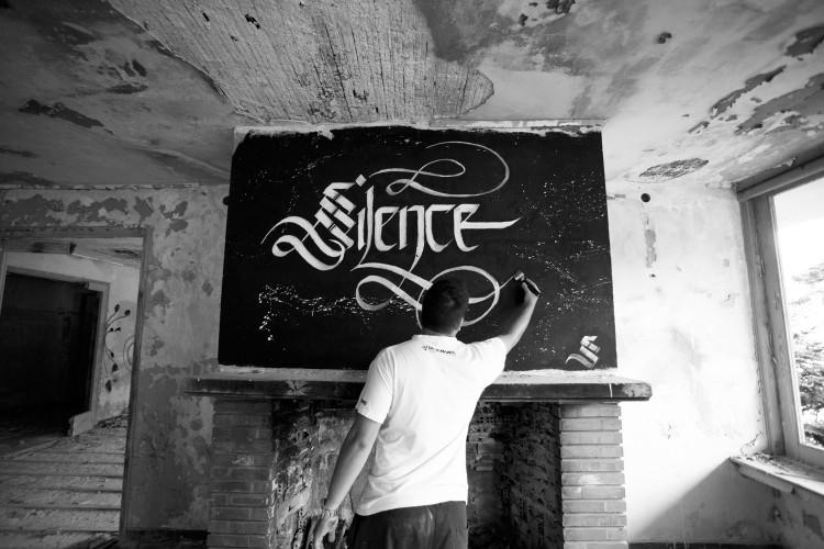 simon silaidis sectiongraphix designwars calligraphy silence31 750x500 Urban Calligraphy by Simon Silaidis