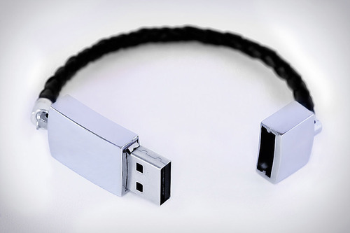 tumblr mcvt0zrjXS1qiqf01o1 500 USB Bracelet