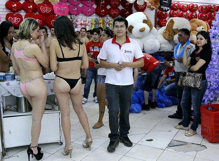 169 Semi Naked Shopping in Ciudad del Este, Paraguay