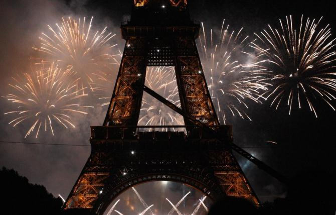 paris new year 10 WORLD BEST NEW YEAR EVE'S DESTINATIONS